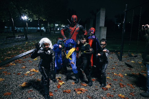Ryan Reynolds Deadpool Goes Trick Or Treating