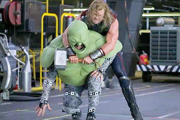Avengers Hulk vs Thor